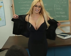 Professor Shyla speaks with Daniel after class to contend his poor work performance. Shyla can posture his F into an A+ if Daniel can show her how unchanging he can work at fucking her pussy.